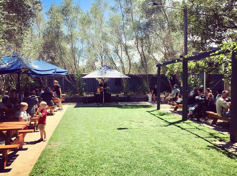 Abermain Hotel Beer Garden